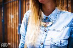 Shirt jeans + bib necklace