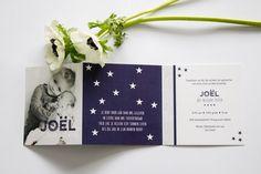 Geboortekaartje jongen - Ontwerp door: www.leesign.nl #donkerblauw #birthcard #birthannouncement #boy #babyboy #flower #stars #sterren