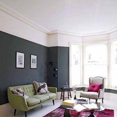 Pour des plafonds bas, éviter de peindre jusqu'en haut du mur ! En laissant une bande de la même couleur que le plafond, vous aurez l'impression que votre pièce est plus haute !