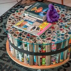 Magazine Crafts: 23 ideas, photos + step by step - DIY Möbel - Upcycled Home Decor, Diy Home Decor Projects, Easy Home Decor, Recycled Crafts, Cheap Home Decor, Diy Crafts, Magazine Table, Magazine Crafts, Ideas Magazine
