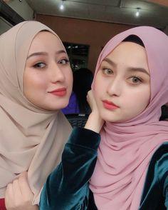 Girl in Hijab Hijabi Girl, Girl Hijab, Beautiful Muslim Women, Beautiful Hijab, Hijab Niqab, Hijab Outfit, Muslim Beauty, Islamic Girl, Innocent Girl