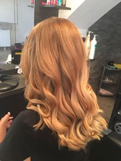 Blonde sweeping - All For Hair Color Trending Ginger Hair Color, Strawberry Blonde Hair Color, Red Blonde Hair, Balayage Hair Blonde, Messy Hairstyles, Everyday Hairstyles, Hair Looks, Dyed Hair, Hair Inspiration