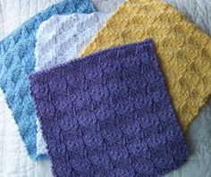 Free kitchen dishcloth pattern. The dishcloth was knitted using the Diagonal Check Pattern. The dishcloth will look the same on both sides.
