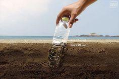 10 piccole abitudini che fanno bene alla Terra e all'ambiente: cosa facciamo noi della Redazione Marziana | Vita su Marte Street Marketing, Voss Bottle, Water Bottle, Hero Poster, Ads Creative, Creative Advertising, Advertising Design, Plastic Pollution, Advertising Agency
