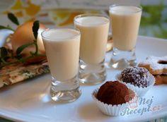 Babiččin vaječný koňak | NejRecept.cz Cocktails, Drinks, Baileys, Drinking Tea, Mini Cheesecakes, Glass Of Milk, Smoothies, Panna Cotta, Lime