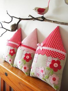 Kissen Rosa Neu House Cushion by Redstitchdesigns On Etsy Cushions Fabric Toys, Fabric Houses, Fabric Crafts, Baby Sewing Projects, Sewing For Kids, Sewing Art, Sewing Crafts, Moise, Scrap Material