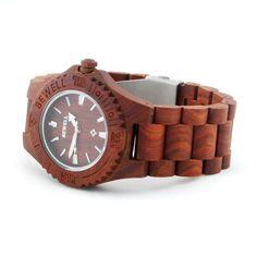 Ons houten horloge Chitwan heeft een hele natuurlijke look. Het gebruik van hout in alle elementen van dit horloge zorgen hiervoor. Naast de looks wordt dit horloge ook gekenmerkt door comfort, vanwege het geringe gewicht en de perfecte afwerking.