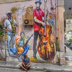 Atenas 🌍  Street art en las calles de Atenas. .  .  .  #travelblogger #backpacker #instalike #beautiful #wanderlust #loveit #nature #colors #travelgram #travelpics #instatravel #pictureoftheday #travel #traveler #viagem #backpacking #natgeotravel #travelling #grafitti #instachile #travellers #mezquita #city #amazing #greece #me #latin #athens #follow #mochilero