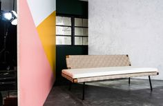 Den nye SINNERLIG sofa er smuk, som den er, men kan nemt styles præcis, som du vil.