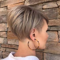 Kurze frisuren short hairstyle ideas to look great in 2019 bobhairstyles haircuts hairstyl celebrityshorthairstyleswithbangs Short Curly Haircuts, Hairstyles Haircuts, Short Hair Cuts, Short Stacked Hairstyles, Pixie Cuts, Short Undercut Hairstyles, Short Hair With Undercut, Short Inverted Bob Haircuts, Undercut Bob Haircut