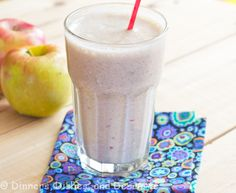 Apple Pie Smoothie (super healthy, only 4 ingredients, and tastes like and apple pie)