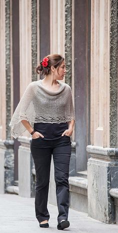 Chal/Poncho Emilia – a free pattern for a knit shawl/poncho byEmilia Menéndez. Instructions available in English and in Spanish.ETA:Apparently the English translation is pretty rough.