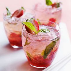 Découvrez la recette Mojito à la fraise sur cuisineactuelle.fr.