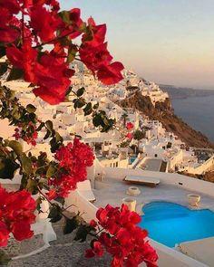 Já que estamos falando de #destinationwedding na praia #Santorini na #Grécia é um #destino muito procurado pelas #noivas para dizer o sim. A melhor época para se #casar nesse destino vai de Maio a Setembro quando a temperatura já está prá lá de agradável e é fora da época de chuvas. . . . . . #greece #casamento #travel #landscape #bridal #love #weddingphotography #weddinggown #weddingdress #noiva #amor #viagem #vestidodenoiva #weddingplanner #weddingdesign #honeymoon #romantic #casar…