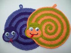Crochet Kitchen, Crochet Home, Crochet For Kids, Crochet Crafts, Crochet Projects, Crochet Potholder Patterns, Crochet Coaster Pattern, Crochet Diagram, Crochet Motif