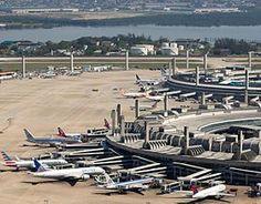 1952- IATA: GIG - ICAO: SBGL TipoCivil/Militar AdministraçãoConcessionária RIOgaleão ServeRio de Janeiro e Região Metropolitana LocalizaçãoBrasil Ilha do Governador, Rio de Janeiro, RJ Inauguração1 de fevereiro de 1952
