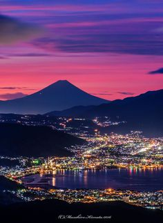 Fuji at dusk Beautiful Drawings, Beautiful Images, Fuji Mountain, Monte Fuji, Tokyo Japan Travel, Nature Artwork, Evening Sky, City Lights, Great View