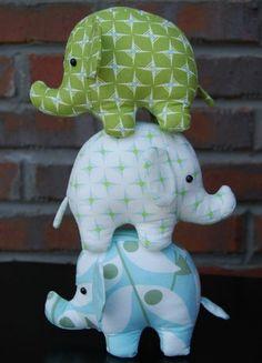 doudou elephant, des éléphants en vert, blanc et bleu à motifs divers, doudou fait main et coussin