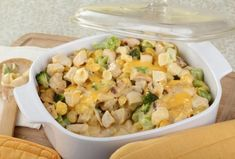 Simple Chicken and Broccoli Casserole! simplifysupper.com #Chicken #Broccoli #Casserole #familydinner #freerecipe