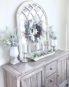 Beautiful Homes of Instagram: Christmas Special server tray mirror wreath