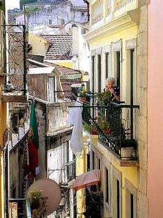 Historical steets life  Charming!   Only @Lisbon #Portugal