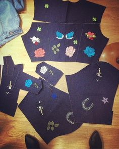 before wash our oversized denim jacket... we are crazy for handmade ✂️👖✏️🖌🖍 #handmade #handmadeinportugal #oversizeddenimjacket #denimlovers #truepeople #truedenim #alyjohn #alyjohndenim #embroidery #embroideryart #embroiderydenim