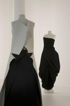 Japanese Fashion Designers | Yohji_Yamamoto_Dream_Shop_by_Ronald_Stoops