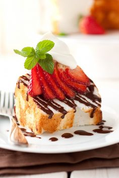 Angel Food Cake with Nutella Drizzle, Fresh Strawberries & Mascarpone Cream - a dessert that only takes 15 minutes or less to make and looks this good, yes please!