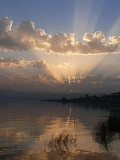 Sunset on the Sea of Galilee. The Sea of Galilee, also Kinneret, Lake of Gennesaret, or Lake Tiberias is the largest freshwater lake in Israel. Beautiful Sunset, Beautiful World, Beautiful Places, Israel Country, Heiliges Land, Cidades Do Interior, Sea Of Galilee, All Nature, Nature Photography