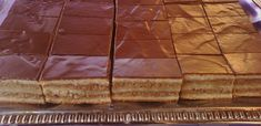A békebeli zserbó titka- Így lesz olyan, mint a nagyié - Receptneked.hu - Kipróbált receptek képekkel Hungarian Recipes, Sweets Cake, Cake Cookies, Bread Recipes, Cheesecake, Food And Drink, Food Styling, My Favorite Things, Cooking