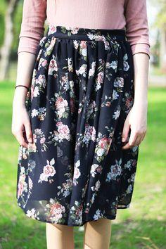 Fusta din şifon – Model negru cu flori – Hazel Mood