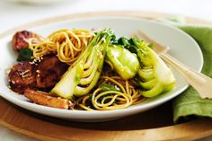 Teriyaki Chicken and Noodle Stir-Fry by Taste. Instead of teriyaki chicken, you could replace the main protein with sliced rump steak or mixed mushrooms. Teriyaki Chicken Noodles, Chicken Stir Fry With Noodles, Ramen Noodles, Best Stir Fry Recipe, Stir Fry Recipes, Low Gi Foods, Asian Recipes, Ethnic Recipes