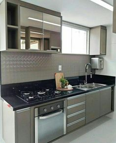 colores, no los espejos! Modern Kitchen Cabinets, Kitchen Cabinet Design, Interior Design Kitchen, Apartment Kitchen, Home Decor Kitchen, Home Kitchens, Kitchen Lighting Design, Contemporary Kitchen Design, Kitchen Models