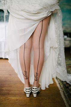 Meias para noivas. Foto de Cramer Photo. #casamento #collants #noiva