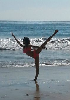 Clarissa May arabesque - beach ballet (liveonpointe.blogspot.com)