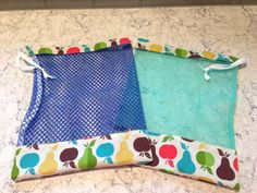 Sewing Projects To Sell Leader Sews : DIY Produce Bag (full tutorial) Diy Vegetable Bags, Sac Recyclable, Diy Reusable Bags, Sac Lunch, Sewing To Sell, Sewing Diy, Sewing Hacks, Produce Bags, Diy Couture