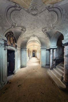 Creepy or Cool? Beauty in Abandoned Buildings Abandoned Buildings, Abandoned Property, Abandoned Castles, Abandoned Mansions, Old Buildings, Abandoned Places, Beautiful Ruins, Beautiful Buildings, Beautiful Places