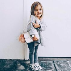 Images and videos of kids outfits Baby Kind, My Baby Girl, Cute Little Baby, Toddler Girl Style, Toddler Girl Outfits, Baby Girl Fashion, Kids Fashion, Fashion Ideas, Outfits Niños