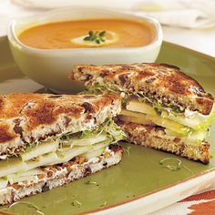 Pear-Walnut Sandwiches with honey-gingered carrot soup. This is one of the best sandwiches you can make! I took out the sprouts and my son loved the flavors of cinnamon raisin bread, pear and cream cheese. Really delicious with the soup. Easy Sandwich Recipes, Healthy Sandwiches, Turkey Sandwiches, Delicious Sandwiches, Tea Sandwiches, Soup And Sandwich, Sandwich Board, Sandwich Ideas, Tea Recipes
