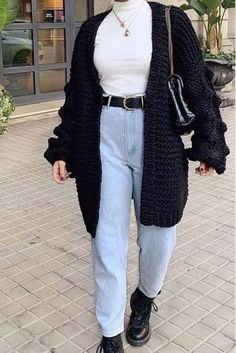 5+ Insanely trendy & affordable winter fashion pieces every stylish woman must have! You can't miss these trendy winter fashion finds for 2021... Simple Fall Outfits, Girls Fall Outfits, Fall Outfits For Work, Winter Fashion Outfits, Night Outfits, Stylish Outfits, Fashion Fall, Girl Fashion, White Outfits