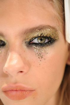 I love this, but I bet it's a bitch-and-a-half to deal with and remove! Glitter hurts when it gets in the eye!!! :(