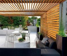 A modern pergola adds style and shade to your backyard. When you want to build a pergola to your patio or backyard, surely you will need posts, larger pots for plants, and other materials. Diy Pergola, Pergola With Roof, Outdoor Pergola, Pergola Kits, Outdoor Rooms, Backyard Patio, Outdoor Gardens, Outdoor Decor, Gazebo