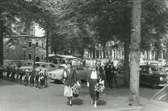 Fietsen op het Janskerkhof, 1959