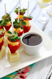 Ricotta Cheesecake and Fruit Lollipops Dessert, Fruit Desserts Bridal Shower Appetizers, Finger Food Appetizers, Appetizers For Party, Appetizer Recipes, Bridal Showers, Fruit Appetizers, Individual Appetizers, Appetizer Ideas, Healthy Appetizers