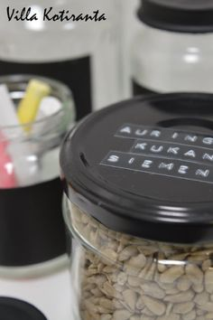 DIY: Lasipurkit liitutauluetiketillä / Glass jars with chalkboard label. / Easy to make, can be given for example as a beautiful Christmas present. Chalkboard Labels, Beautiful Christmas, Christmas Presents, Glass Jars, Canning, Easy, How To Make, Food, Xmas Gifts