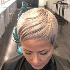 Silver Short Hair Blonde locks are cool and the lavender highlights add some drama effect to the overall look.Add copper highlights to your brown bob will make the ordinary hairstyle outstanding effortlessly. Funky Short Hair, Super Short Hair, Short Grey Hair, Short Hair Cuts, Pixie Cuts, Medium Bob Hairstyles, Hairstyles With Bangs, Haircuts, Brunette Hair