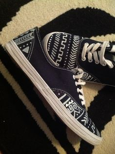 DIY Tribal Print Canvas Shoes #diy #shoes #tribal
