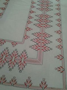 Şenay ceyda ceylan's media analytics s. Bargello Needlepoint, Broderie Bargello, Swedish Embroidery, Hardanger Embroidery, Hand Embroidery, Christmas Embroidery Patterns, Embroidery Patterns Free, Embroidery Designs, Cross Stitch Designs