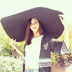 Victoria Justice https://instagram.com/p/1eQ3gKHIBQ/?taken-by=victoriajustice