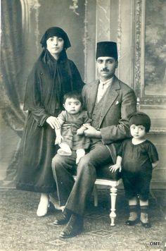 Turkish family, Istanbul, Late-Ottoman era, 1915-20.